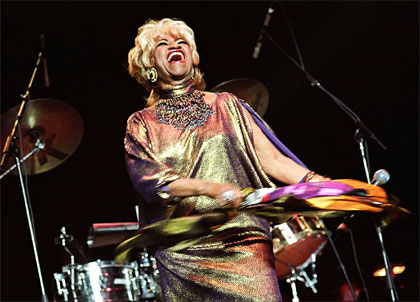 Nuestros artistas celia cruz red mercosur de noticias for Celia cruz madison square garden 2002