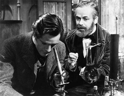 Paul Muni encarnó al científico francés en La historia de Louis Pasteur (1936)