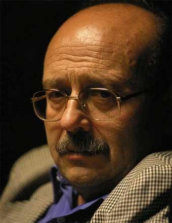 http://www.biografiasyvidas.com/biografia/v/fotos/vazquez_montalban.jpg