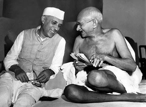 ADIVINA EL PERSONAJE - Página 2 Nehru_y_gandhi