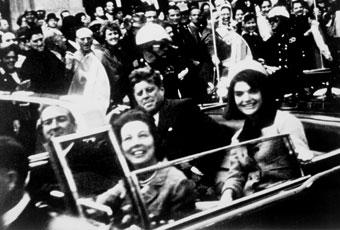 Kennedy y Jacqueline momentos antes del asesinato